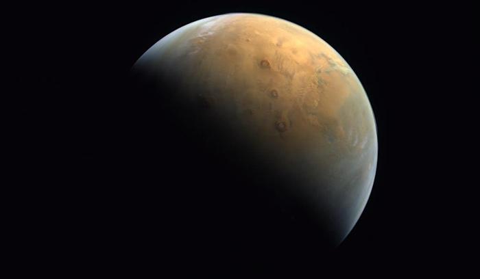 Primeira foto de Marte produzida pela sonda Esperança