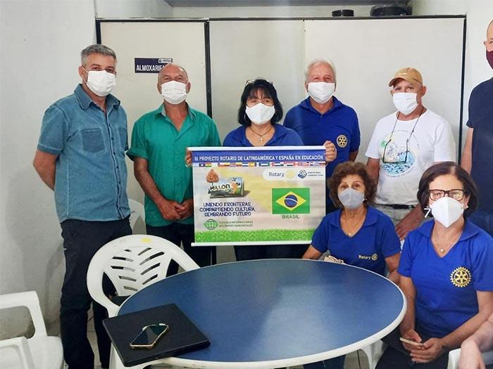 Ações de arborização urbana no município de Itaperuna. Secretário do Ambiente de Itaperuna se reúne com representantes do Rotary Club