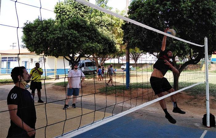 Aulas de Voleibol gratuitas no Poliesportivo em Itaperuna